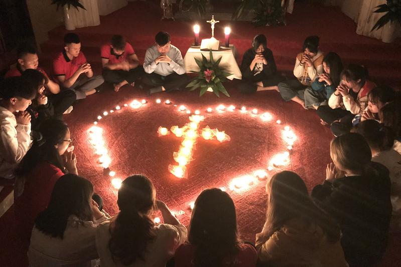 Giới trẻ giáo xứ Trung Lương cầu nguyện Taize