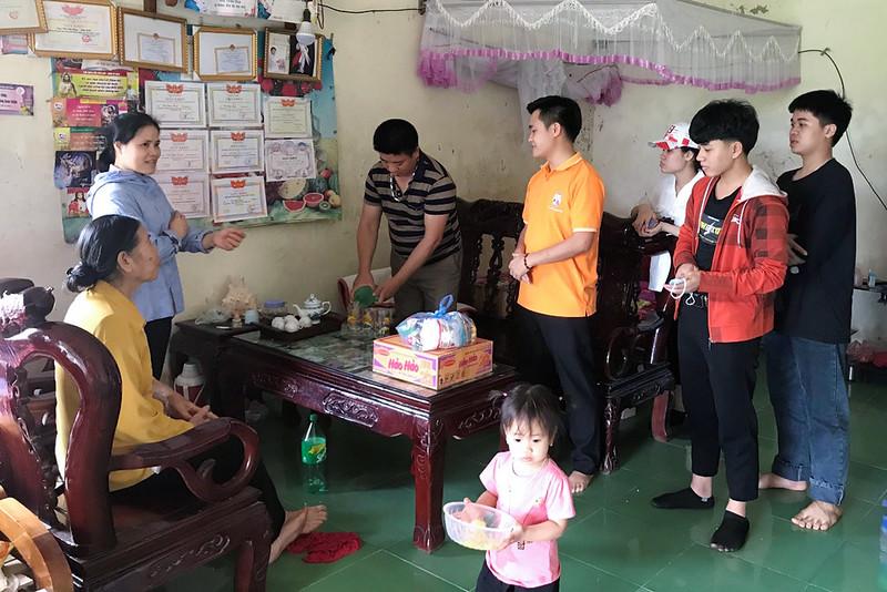 Giới trẻ giáo xứ Đồng Chiêm chia sẻ niềm vui Phục sinh