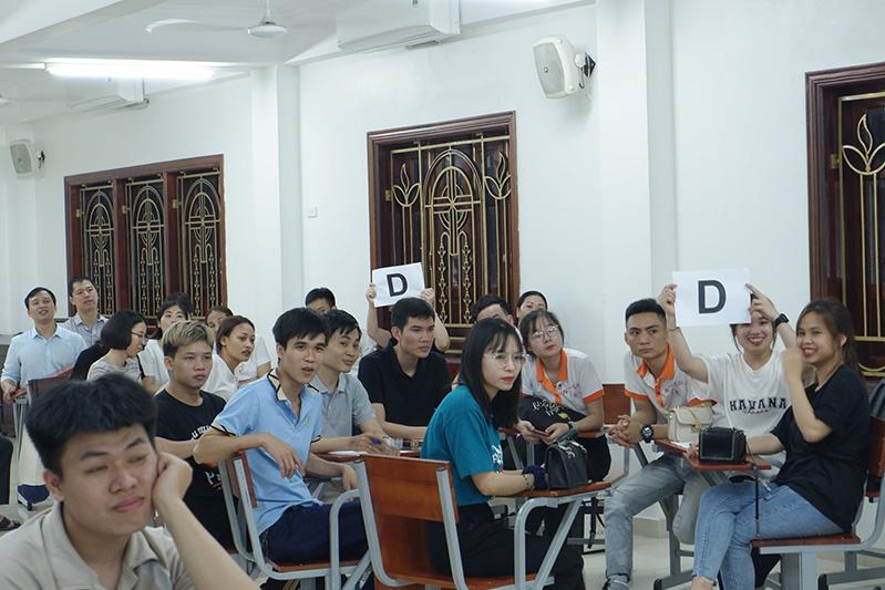 """Giới trẻ Giáo hạt Chính Tòa học hỏi thảo luận Docat với chủ đề """"Con người và lao động"""""""