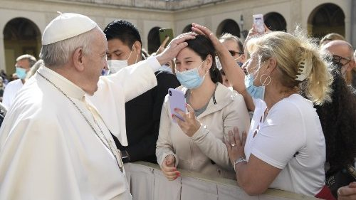 ĐTC Phanxicô: Lời cầu nguyện của anh chị em được Chúa lắng nghe, đừng bỏ cầu nguyện